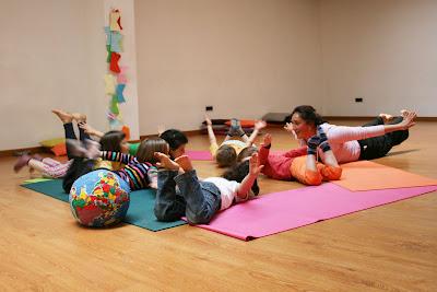 6 motivos para llevar a tus hijos a clase de yoga para ni os casa de danza m xico - Clases de yoga en casa ...